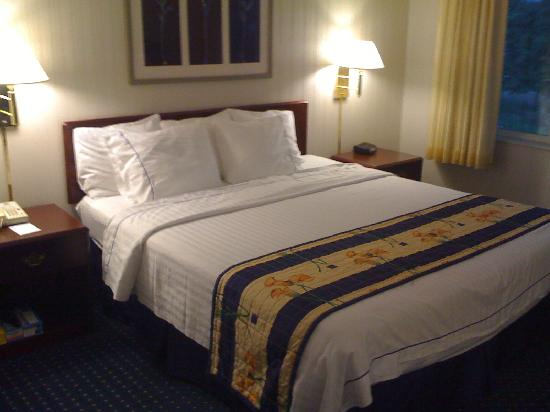 SpringHill Suites St. Louis Chesterfield: King Bed