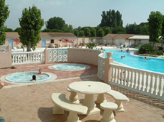Portiragnes, France: Pool complex with jacuzzis