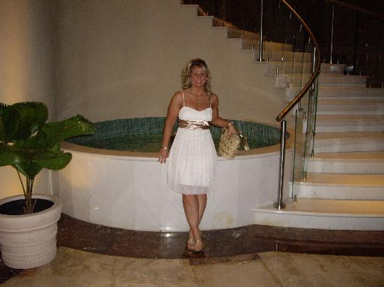 Iberostar Grand Hotel Rose Hall: bottom of staircase