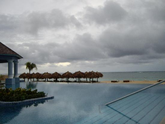 Iberostar Grand Hotel Rose Hall: swim up pool