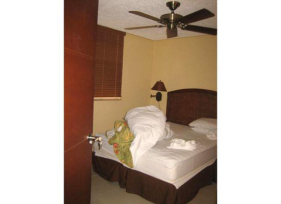 Costa Linda Condominiums: One of the bedrooms (had bathroom inside, other bathroom in hallway)