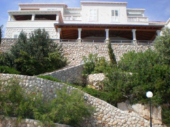 Hotel Bozica: steps from the resturant terrace to private beach