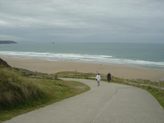 Perran Sands Holiday Park - Haven: The walkway to the beach