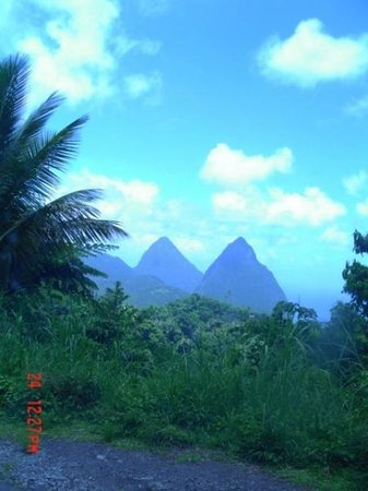 Rodney Bay, St. Lucia: La Pitons!!  St. Lucia