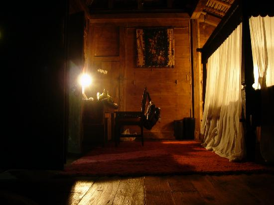 Bambu Indah: Padi House at night