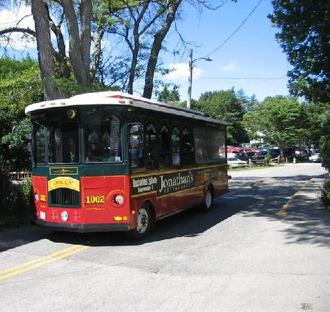 one of the trolleys that service Perkins Cove