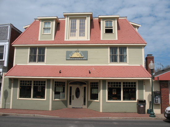 Photo of American Restaurant Linda Jean's Restaurant at 25 Circuit Ave, Oak Bluffs, MA 02557, United States