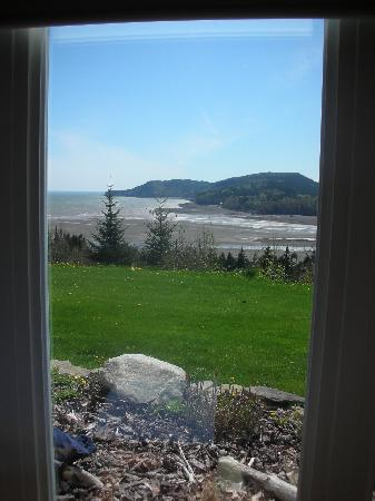Cliffside Suites: The view from one of the many windows