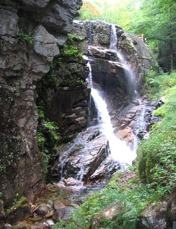 Franconia, Нью-Гэмпшир: one of many waterfalls on your climb to the top