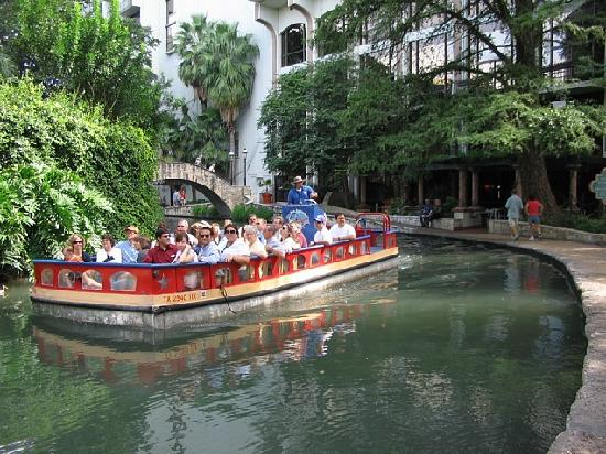 Wyndham La Cascada: River Cruise at RiverWalk