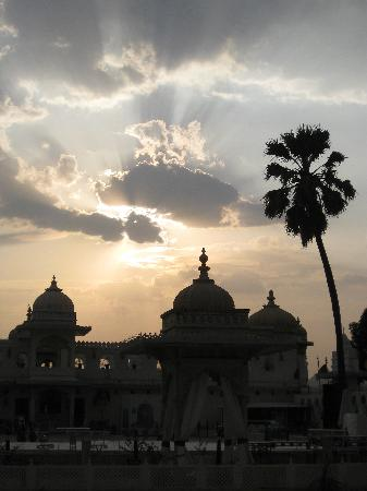 Taj Lake Palace Udaipur: Lake Palace @ sunset
