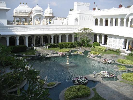 Taj Lake Palace Udaipur : Courtyard