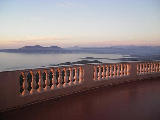 Hotel Le Belvedere : vue terrasse