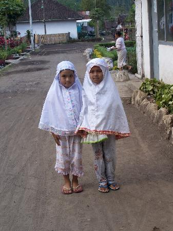 Java, Indonesien: local girls