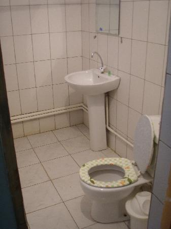 Hotel Arkanchi: Salle de douche