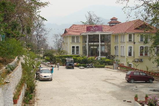 ‪‪Garhwal‬, الهند: Riverside from the main entrance‬