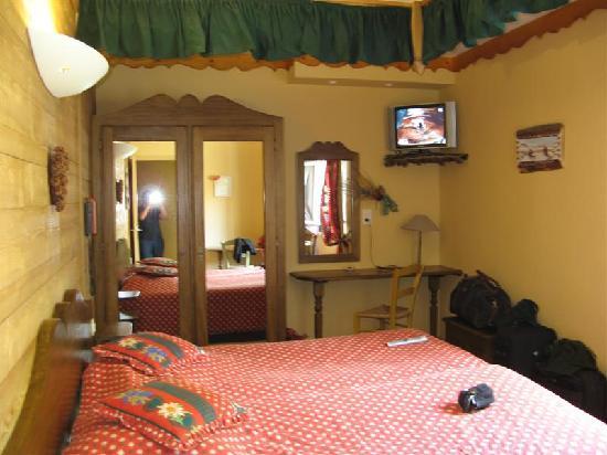 Pailherols, Francja: Room in the Auberge