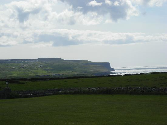 Aran View Country House: View from the hotel of the Cliffs of Moher.