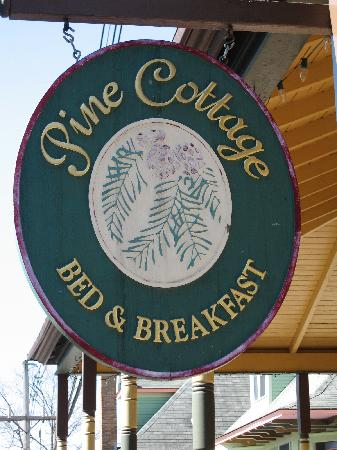 Pine Cottage B&B: Signage