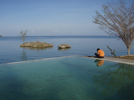 Green Island, Jamaica: Morning at the Infinity Pool overlooking Orange Bay