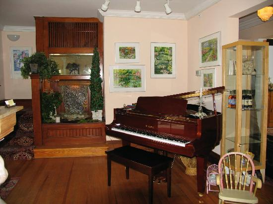 The Spencer Hotel and Spa: The piano played by itself