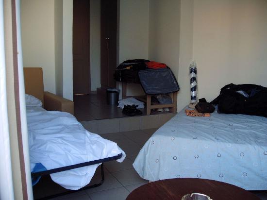 Nefeli Hotel: Pas beaucoup de place