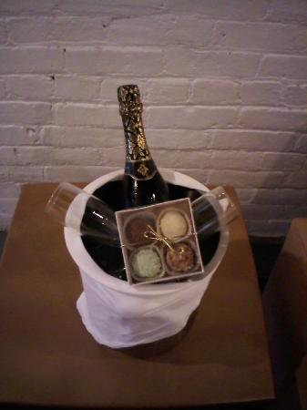 The Lofts Hotel: Soho package Champagne and Chocolates