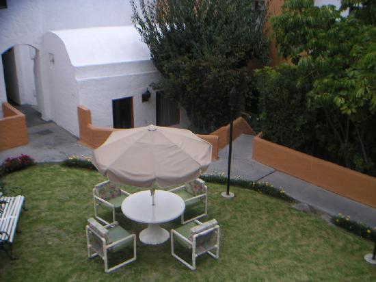 La Maison d' Elise: Jardin de l'hôtel