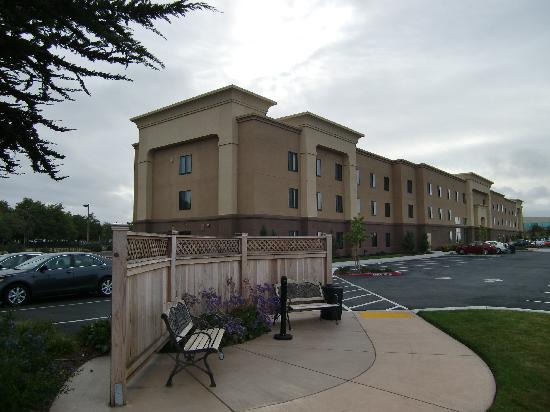 Hampton Inn & Suites Oakland Airport-Alameda: Rückansicht aussen