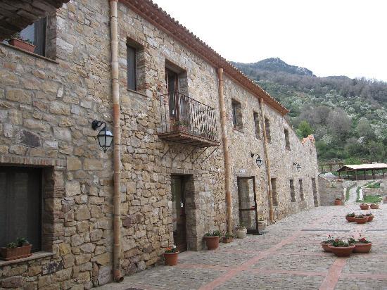 Masseria Rocca di Gonato: la facciata dell'ex convento