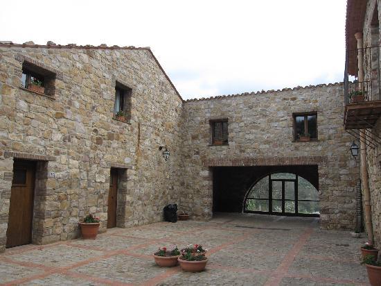 Masseria Rocca di Gonato: la corte