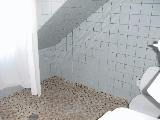 hotel opera bagno da rinnovare