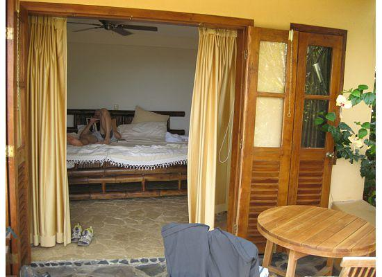 Nature Lodge Finca los Caballos: View into one of the Ocean view rooms
