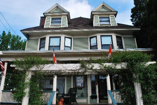The Marmalade Cat Bed & Breakfast: front of the house