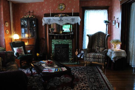 The Marmalade Cat Bed & Breakfast: living room
