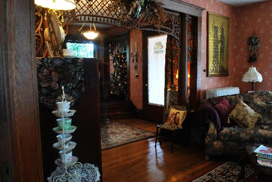 The Marmalade Cat Bed & Breakfast: living room/entry way
