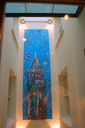 Tomtom Suites: Galata Tower painting seen from the elevator