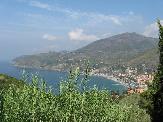 Levanto, Italia: a hot day for a hike august 2008