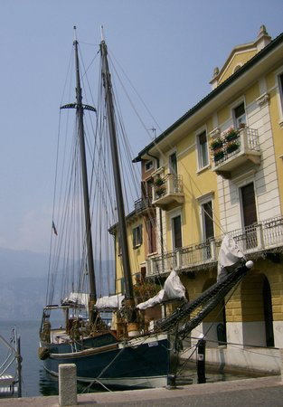 Nago, Italien: LAke GArda Waterfront