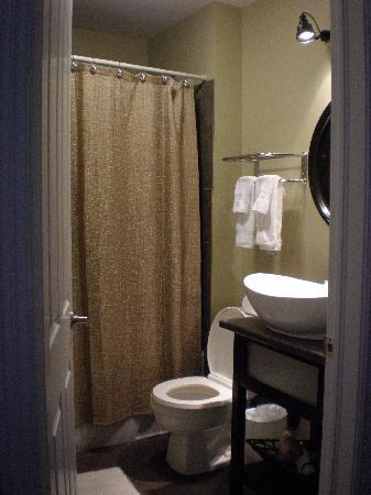 Duckworth Hotel: Bathroom
