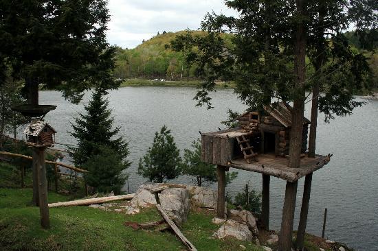 Omega Park: Tree House and Lake