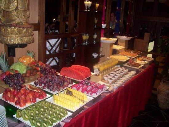 Bambooda Restaurant : dessert table