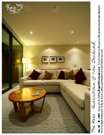 The Rees Hotel, Luxury Apartments & Lakeside Residences: Fireplace - The Rees Lakeside Residences