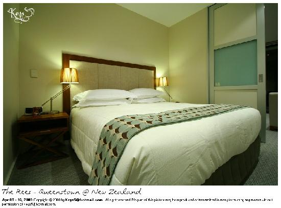 The Rees Hotel, Luxury Apartments & Lakeside Residences: The main bedroom