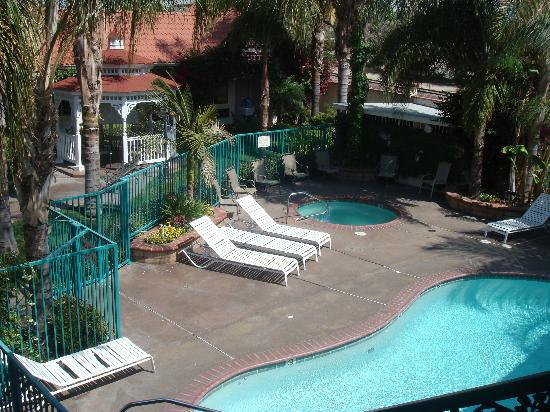 Dynasty Suites Redlands: POOL AREA