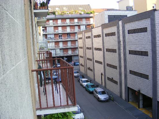 Mayorca Hotel: The street 1