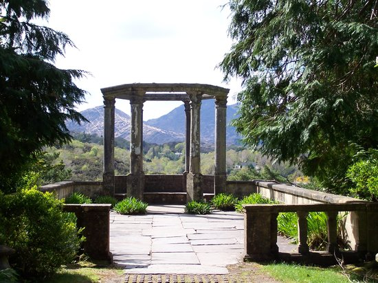 Garnish Island : The Grecian Temple on the Island