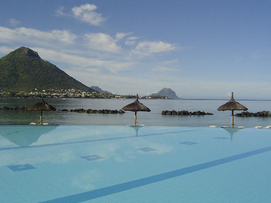 Sands Suites Resort & Spa: Vue sur Tamarin et le Morne Brabant