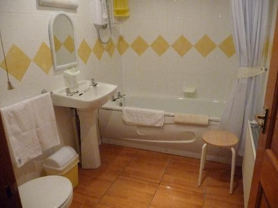 Rose Cottage: Immaculate spotless bathroom