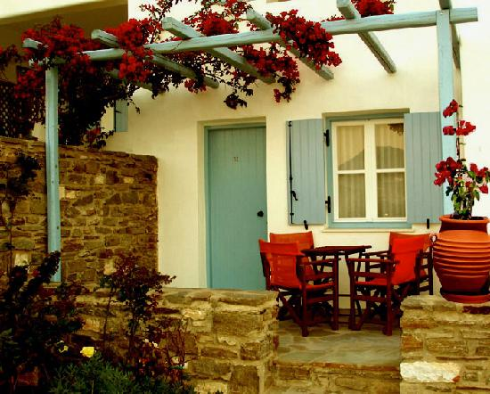 Paros Paradise Apartments: FRONT SIDE VIEW